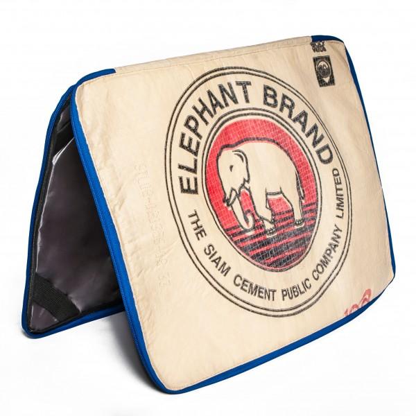 Recyclingtasche 15' Laptop Sleeve Red mit blauem Verschluss
